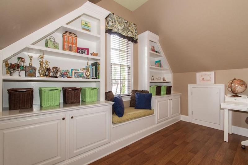 Staged organized reading nook with built in shelves