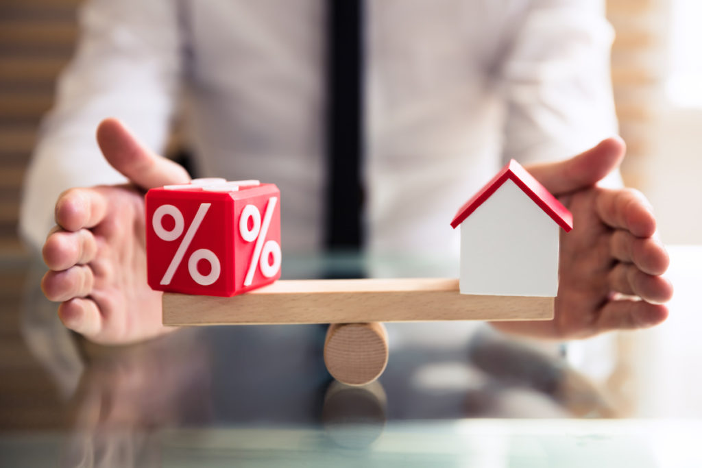 Mortgage rate and house figure balancing